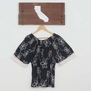 Tops - 🌴California Dreaming🌴 - Black + white floral top